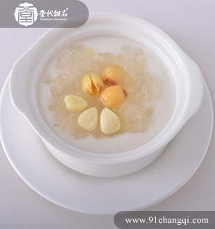 杏汁莲子雪耳炖雪蛤_堂代甜品