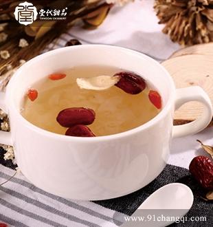 红枣雪耳炖百合 _堂代甜品