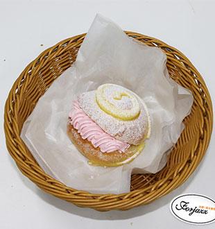 草莓奶昔面包-法爵面包蛋糕加盟