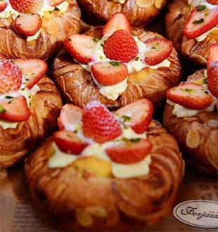 草莓堡丹麦面包-法爵烘焙加盟