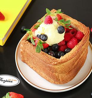 草莓蓝莓芝士岩-法爵法式烘焙加盟